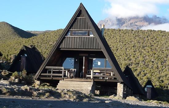 Day 3: Mandara Hut (9,000 ft) – Horombo Huts (12,000 ft)